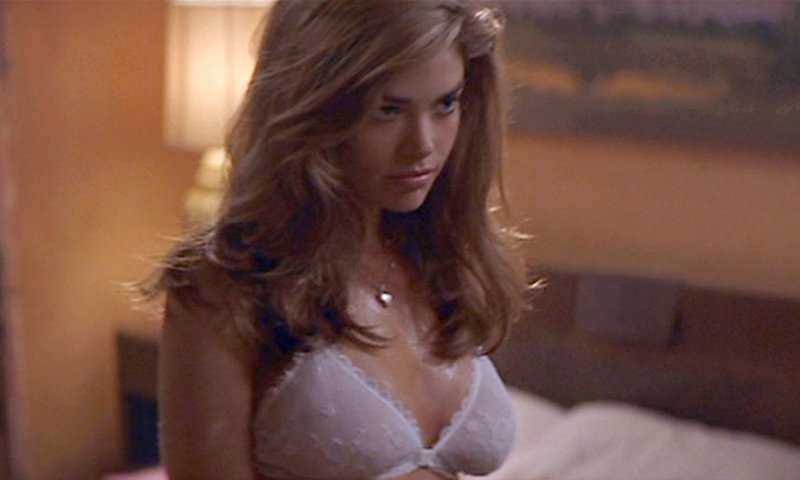 あの女優のパーフェクトボディーが見られるおすすめ映画「ワイルドシングス」