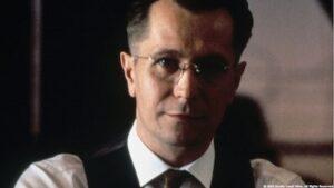 告発のゲイリー・オールドマン